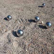 Es kann gespielt werden…die Boule-Bahnen sind eingeweiht !